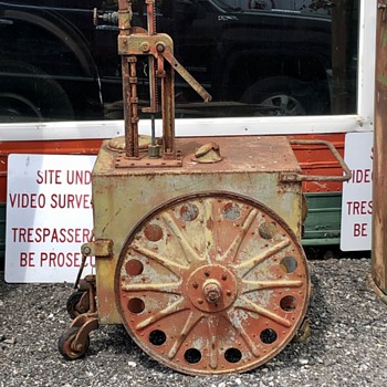 Drugstore gas pump - Petroliana