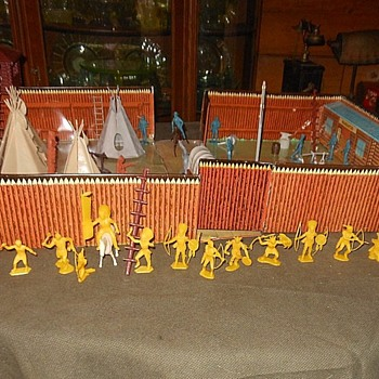 Marx Yellow Indian Tribe  - Toys