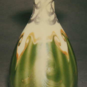 QUEZAL ART GLASS WITH SILVER OVERLAY VASE, circa 1902 - Art Glass