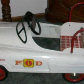 Pedal firetruck - Model Cars
