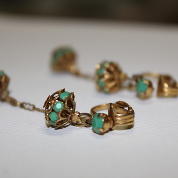 "Is this ""good"" old costume jewellry ....or just junk shop stuff? - Costume Jewelry"