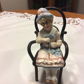 Knitting Granny with Spectacles - Victorian? What is Missing? - Figurines