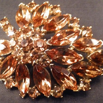 Weiss autumn leaf brooch - Costume Jewelry