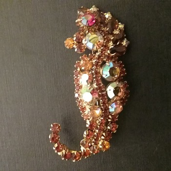 Juliana seahorse brooch  - Costume Jewelry