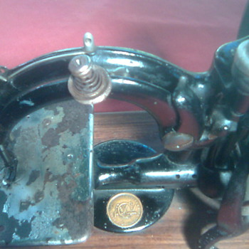 A 200 year old sewing machine that is still in perfect working order! - Sewing