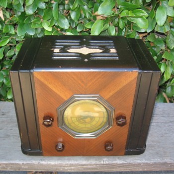 Rare Silvertone / Mission Bell California Tube Radio Model 41