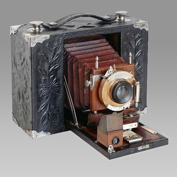 A Rare and Elegant 1903 Presentation Camera - Cameras