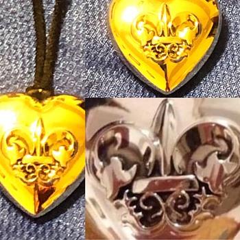 Vintage Avon Fleur de Lis perfume necklace  - Costume Jewelry