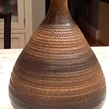 Simple, beautiful vase; Mid Century ?   - Pottery
