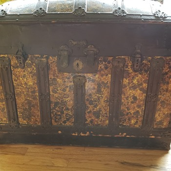 Dome top trunk  - Furniture