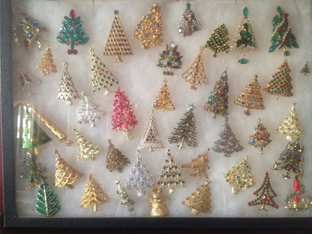 27833a7d659 Christmas Tree brooches | Collectors Weekly