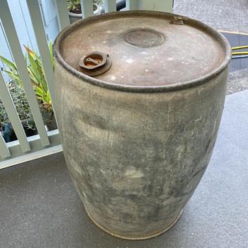 Unique antique barrel...looking for details. - Petroliana
