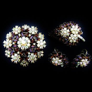 Crown Trifari Contessa Brooch Set - Costume Jewelry