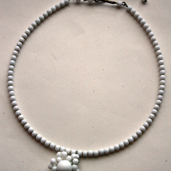 Vintage milk glass necklace - Costume Jewelry