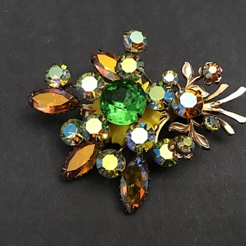 Sparkly brooch - Costume Jewelry