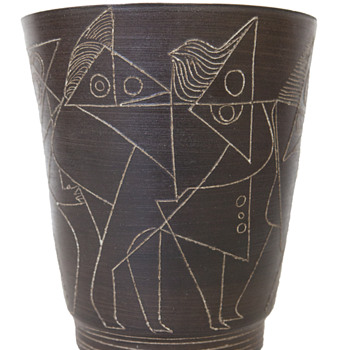 Sgraffito vase with abstract motifs - Pottery