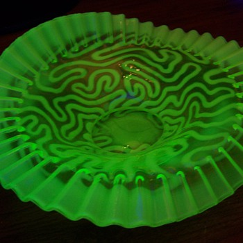 Early 1900s Jefferson Swirling Maze JIP Vaseline Brides Bowl - Glassware