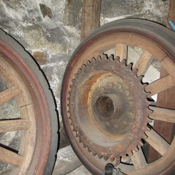 1900 fire truck wheels w Solid rubber OVERMAN tires - Firefighting