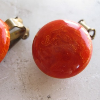 Marbled orange bakelite ear clips & beaks - Costume Jewelry