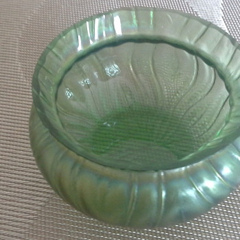 Small carnival glass bowl - Glassware