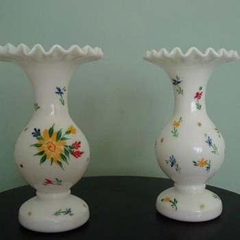 Does anyone know who makes these vases? - Glassware