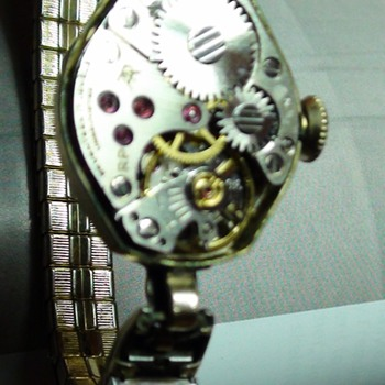 17 JEWELS CARAVELLE BULOVA working is 1943??  or what is it..?