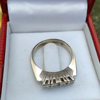 585 White Gold & Diamonds Ring Thrift Shop Find 3,50 Euro/$4.10 - Fine Jewelry