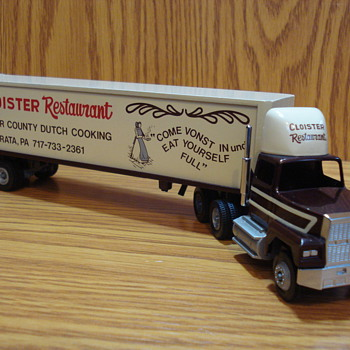 Winross Model Truck 1989 1:64 Scale - The Cloister Restaurant - Model Cars