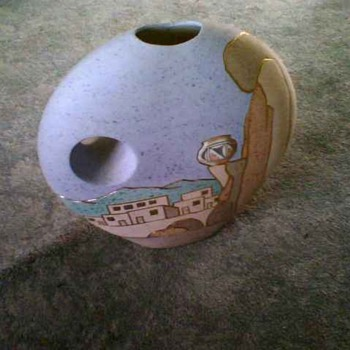 AZ GOLD TRIMMED POT - Pottery