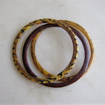 3 thin vintage plastic saucer shaped bangles - Costume Jewelry