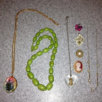 HELP! Unidentified jewellery. - Costume Jewelry