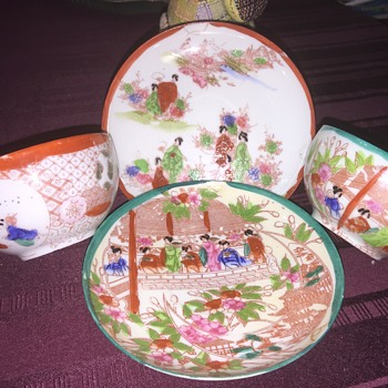 Set of two Asian tea cups and saucers - Asian