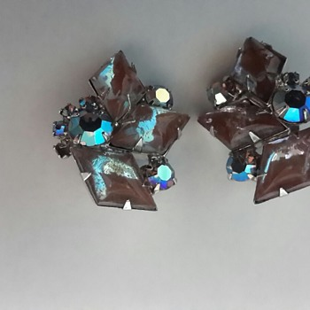 1950s Saphiret & Aurora Borealis Clip On Earrings - Costume Jewelry