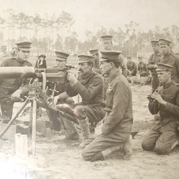 US Army troops with Maxim M1904 Machine gun - Military and Wartime