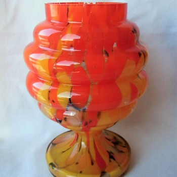 The famous Czech 5 ring glass jar - ID? Too many examples with unknown decors. - Art Glass