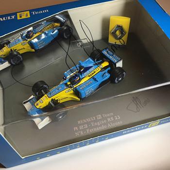 Universal Hobbies Renault R23 Fernando Alonso 1/43 - Model Cars