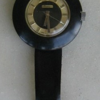 Great old 70's WORKING wind-up black watch w/gold dial.