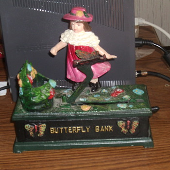 butterfly bank - Coin Operated