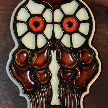 Ceramic Owl Plaque by Konrad Galaaen - early 70s? - Animals