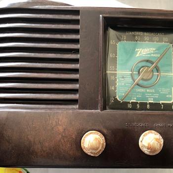 """Zenith """"Beehive"""" Radio - Radios"""