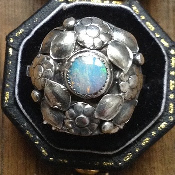 Gorgeous arts & crafts opal and silver floral ring, Scotland c. 1890 - Fine Jewelry