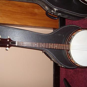 4 string banjo - Guitars