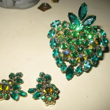 WEISS Brooch & Earring Set  in Green  - Costume Jewelry