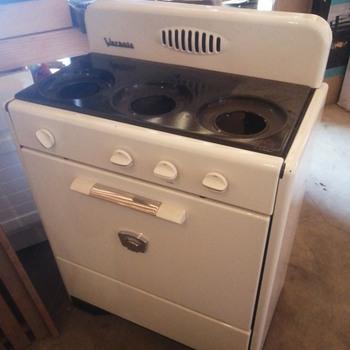 Vernois 3 burner stove - Kitchen