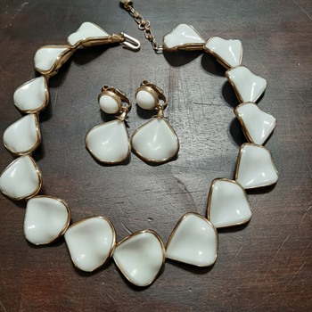 1950's gold enamel necklace and earrings - Costume Jewelry