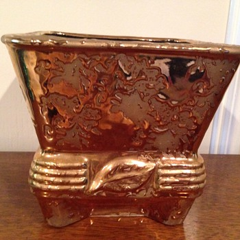 Weeping gold planter with leaf - Pottery