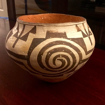 Acoma Pot - Need help determining the age of this piece please! - Native American