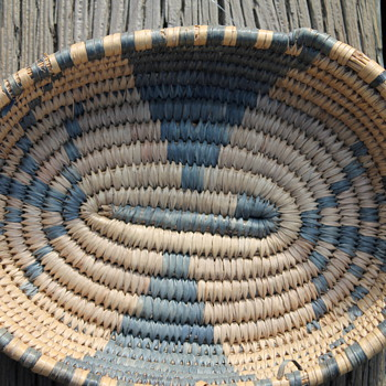 """small coiled """"trinket"""" basket native american S.W. ??"""