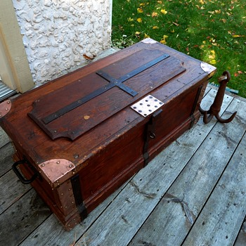 Antique tool chest - Furniture
