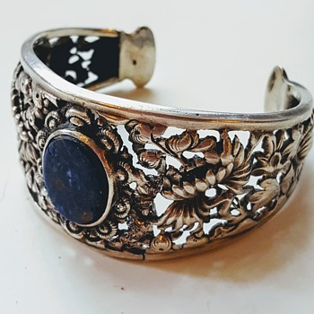 Antique silver repoussé lapis Asian cuff bangle, kyratised. - Asian